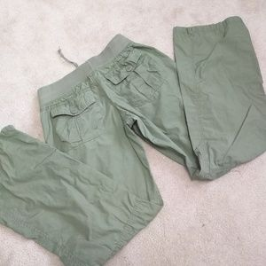 Almost Famous green cargo roll up pants capri M